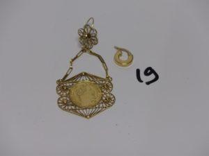 1 pendant en or à motif filigrané et ouvragé et 1 petite créole en or. PB 5,5g