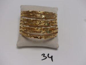 7 Bracelets rigides ciselés en or (diamètre 6,5cm). PB 87,4g