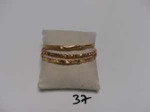3 bracelets rigides ouvragés en or (diamètre 6cm). PB 43,5g