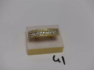 1 bague en or ornée de petites pierres blanches (td56). PB 11,9g
