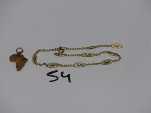 1 bracelet en or à motifs filigranés (cassé, L21cm) et 1 pendentif carte de l'Afrique en or orné d'une petite pierre. PB 6,3g