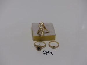3 Bagues en or (1 rehaussée de pierres blanches td56, 1 ornée d'un petit diamant td50 et 1 ornée d'une pierre bleue et 2 petits diamants dont 6 chatons vides td55). PB 10g
