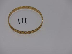 1 bracelet rigide en or, à décor floral (diamètre 6,5cm). PB 18,3g