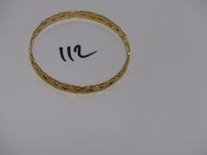 1 bracelet rigide en or à décor floral (diamètre 6,5cm). PB 18,7g