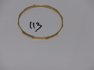 1 bracelet rigide ouvragé en or (diamètre 6cm). PB 13,8g