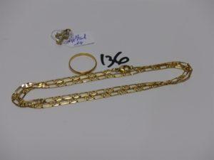 1 chaîne maille alternée en or (L50cm) et 1 alliance en or (td54). PB 13,9g (+ croix en métal doré)