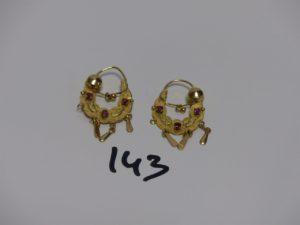 2 créoles savoyardes en or ornées de petites pierres rouges (manque 2 pampilles). PB 6,7g