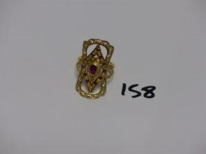 1 bague en or ornée de petites pierres blanches et rouges (td59). PB 6,3g