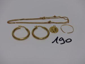 1 chaîne maille gourmette (L44cm), 2 créoles (diamètre 2,5cm), 1 petite médaille (belière cassée) et 1 alliance casse. Le tout en or PB 6,8g