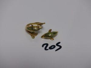 1 bague en or cassée en deux à décor de dauphins (td52). PB 10,6g