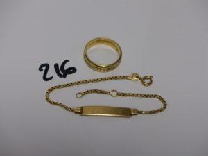 1 alliance bicolore en or (td51, gravée), 1 bracelet gourmette gravée pour enfant (sécurité cassée, L14cm). PB 7g