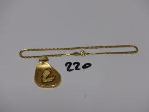 1 chaîne fine maille plate en or (L46cm) et 1 pendentif en or signe du Verseau. PB 5,9g