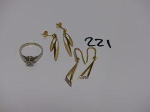 2 pendants en or ornés de petits diamants, 2 pendants en or ornés de motifs en pampille et 1 bague en or ornée d'une petit diamant (td52). PB 6,4g