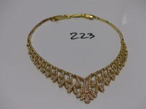 1 collier maille articulée en or motif drapé orné de pierres (1 chaton vide, L48cm). PB 47,7g