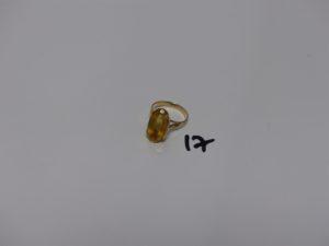 1 bague en or jaune serti-griffes 1 pierre jaune (monture abîmée, Td51). PB 4,9grs