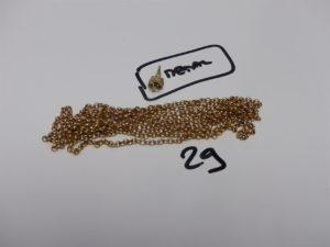 1 chaîne maille jaseron cassée en alliage 14K (L135cm). PB 28,7grs + 1 pendentif en métal