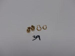 2 paires de boucles en or (2 petites créoles dont 1 casse et 2 demi-boucles). PB 2,8g