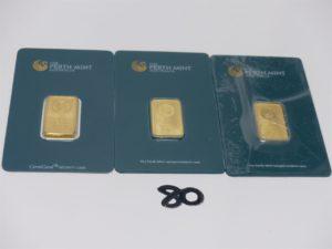 3 lingotins sous scellés en or. PB 30grs