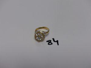 1 bague monture bicolore en or ornée de pierres (Td58). PB 5,3grs