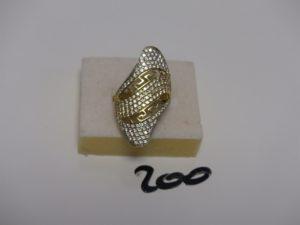1 bague en or ornée de pierres blanches (Td56). PB 5,9grs