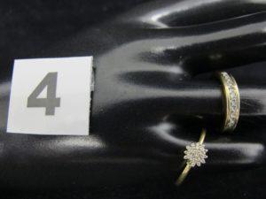 1 bague ornée de petits diamants (TD 53 ) et une bague jarretière ornée de 11 diamants (TD 52). Le tout en or. PB 4,2g