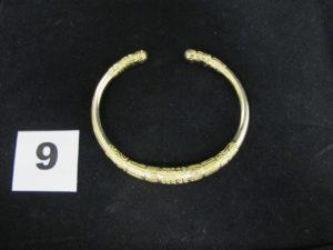 """1 bracelet en or """"jonc esclave saccolava ciselé""""(6,5cm). PB 59,2g"""