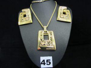 """1 Pendentif marque """"Graziella"""" décorée de coeurs, 2 boucles marque """"Graziella"""" ajourées décorées de coeurs et 1 chaine maille palmier (L49cm). Le tout en or. PB 23,7g"""