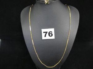 """1 chaine en maille alternée (gourmette / bâton, L 52 cm) et 1 pendentif lettre """"M"""" orné d'une tres petite pierre. Le tout en or. PB 6,1g"""