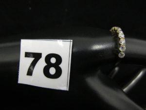 1 bague jarretière, ornée de pierres blanches (TD 59). PB 1,4g