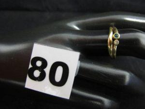 1 bague en or ornée d'une petite pierre verte et d'un petit diamant (TD 56). PB 2,3g