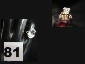 1 bague en or ornée d'une pierre ovale bleu clair (1,4x0,8cm / TD 49). PB 3,4g