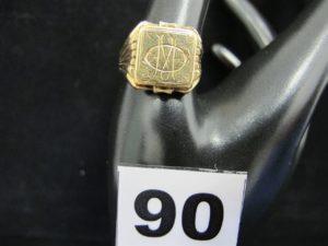 """1 chevalière en or gravée """"OM"""" (TD 62). PB 9,1g"""
