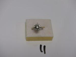 1 bague en or blanc ornée de petits diamants (td53). PB 3,7g