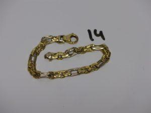 1 bracelet maille fantaisie bicolore en or (très cabossé,L20cm). PB 12,6g