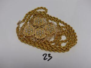 1 collier cravache en or motif central coulant et orné de petites pierres (1 chaton vide, L152cm, diamètre motif 11cm). PB 178,5g
