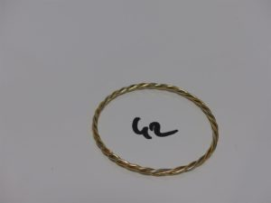 1 bracelet jonc torsadé 3 ors (diamètre 6,5cm). PB 16,6g
