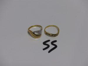 1 bague en or ornée de petites pierres blanches (Td52) 1 alliance en or ornée de petites pierres bleues marine et petits diamants (Td51). PB 3,9g