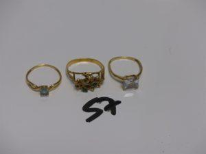 3 bagues en or : 1 rehaussée d'1 pierre blanche (Td52) 1 d'une pierre bleue ciel (Td53) et 1 monture très abimée et maqnue pierres (Td55). PB 6,6g