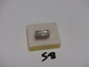 1 bague en or de forme chevalière sertie de 12 petits diamants (Td55). PB 9,7g