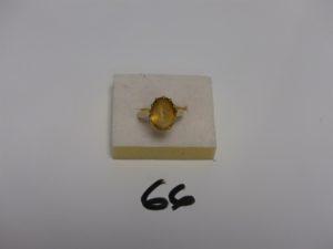 1 bague en or rehaussée d'1 pierre jaune (Td53). PB 5,2g