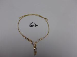 1 collier en or maille articulée motif central bicolore et orné de petits pierres (diamètre 15cm). PB 18,6g