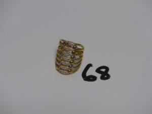 1 bague en or motif central bicolore et orné de petites pierres (1 chaton vide, Td57). PB 9,3g
