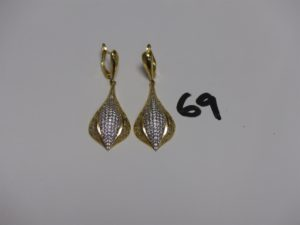 2 pendants en or motif central orné de pierres (H4,5cm). PB 8,9g