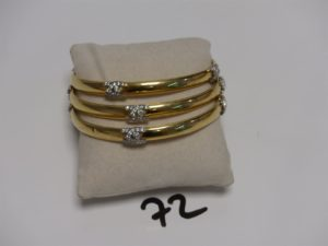 3 bracelets rigides en or ornés de 4 motifs avec petites pierres (diamètre 7cm). PB 33,7g