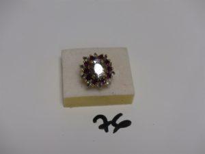 1 bague en or rehaussée de pierres blanches et rouges (Td53). PB 10,2g