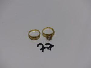 1 bague en or motif central floral et orné de pierers blanches (Td56) et 1 bague en or ornée de 2 rangs de petites pierers (Td56). PB 5g