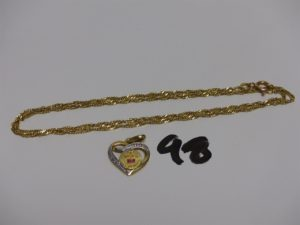 1 chaîne maille torsadée en or (L44cm) et 1 pendentif coeur en or à décor d'une petite médaille d'amour. PB 5,3g