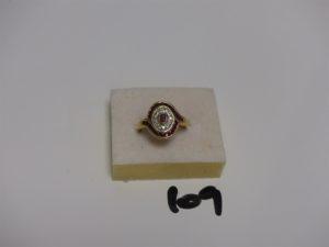 1 bague en or, ornée de petites pierres rouges entourage petits diamants (td53). PB 5,4g