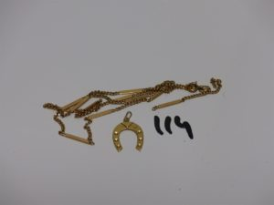 1 chaîne en or cassée et 1 petit pendentif fer à cheval en or. PB 8,3g