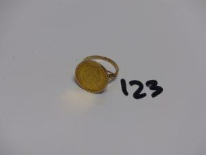 1 bague en or serti-griffes 1 pièce de 10frs Nap III (td59). PB 7,2g